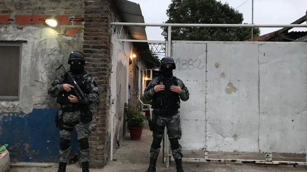 Secuestro de armas y ocho demorados por la despedida a los tiros de joven muerto