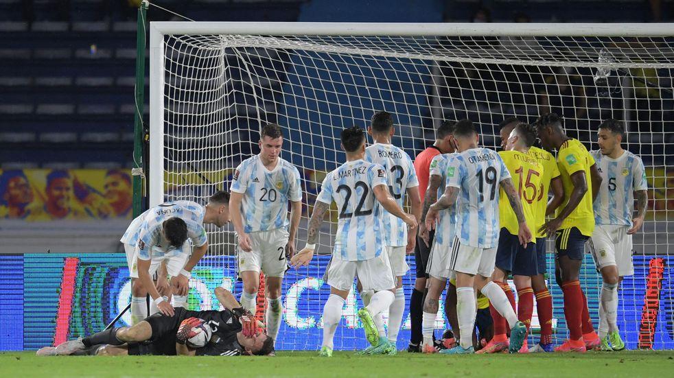 Selección Argentina: cómo fue el golpe que sacó de la cancha a Emiliano Martínez
