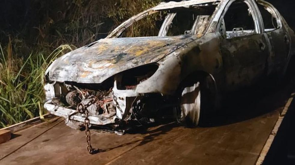 Un auto se consumió por completo en un incendio en Eldorado