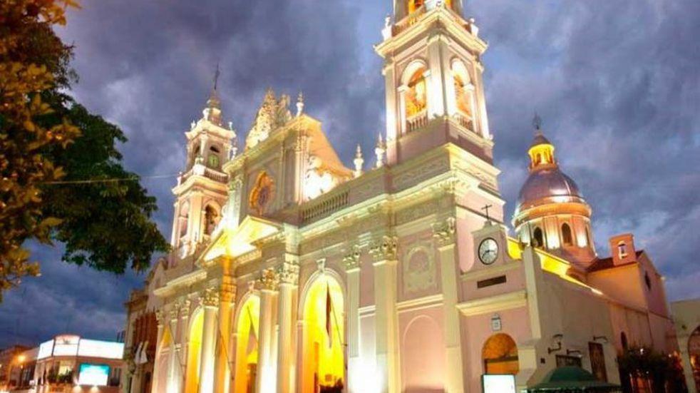 La Catedral de Salta abrirá hasta las 12 del mediodía y con un cupo máximo de 100 personas