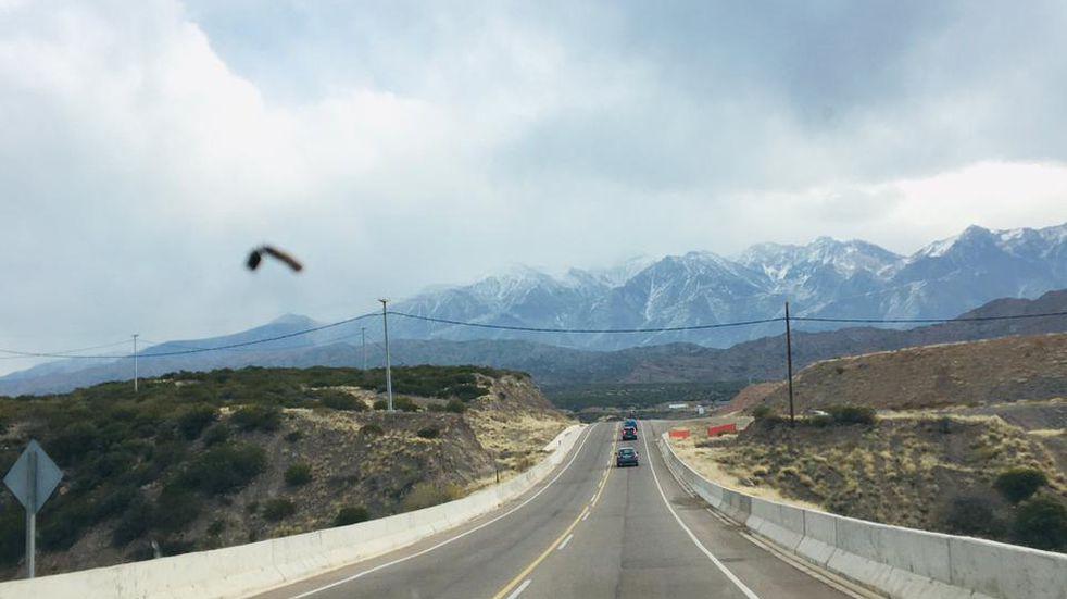 Paso Pehuenche: cortado por acumulación de nieve del lado chileno