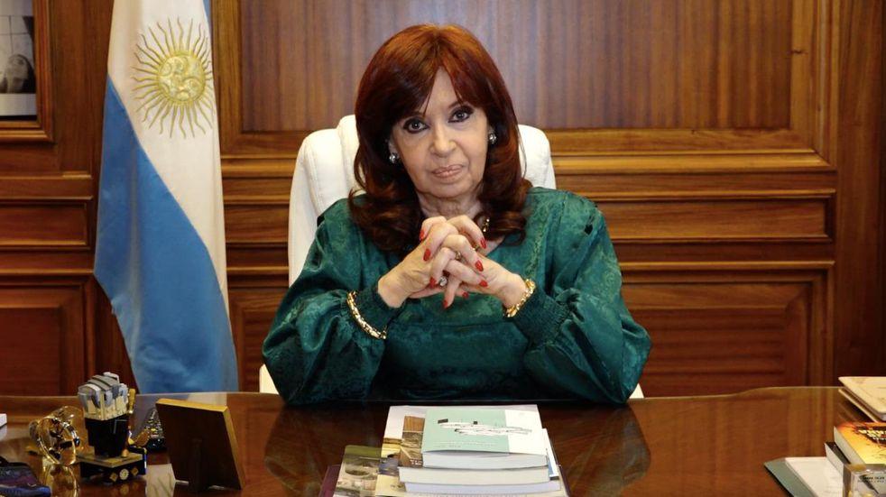 "Cristina Kirchner: ""Antes se utilizaban las Fuerzas Armadas, ahora a sectores del Poder Judicial para desalojar gobiernos"""