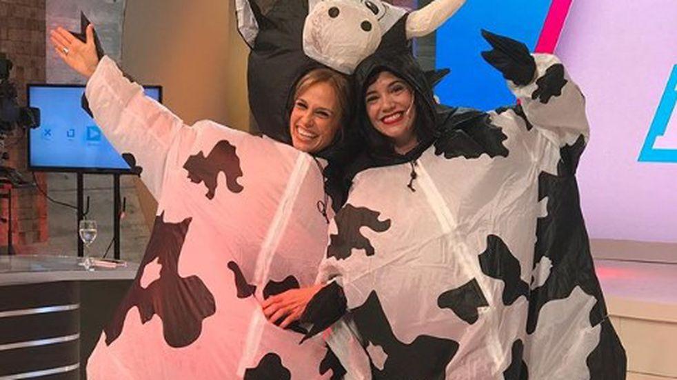"""El divertido baile de Mariana Fabbiani y Griselda Siciliani disfrazadas de """"vacas"""""""
