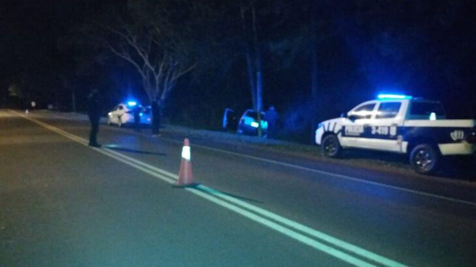 Alcohol al volante en Picada Sarmiento: un joven impactó contra un pino