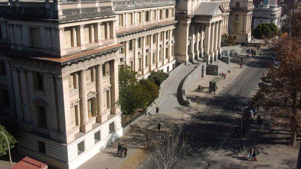 Tribunales. La sede histórica de la Justicia provincial, frente a la plaza de la Intendencia, en Córdoba.