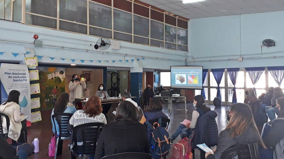 Docentes y directivos de una Escuela de Pérez buscan mejorar el egreso en 7°grado (Gobierno de Santa Fe)