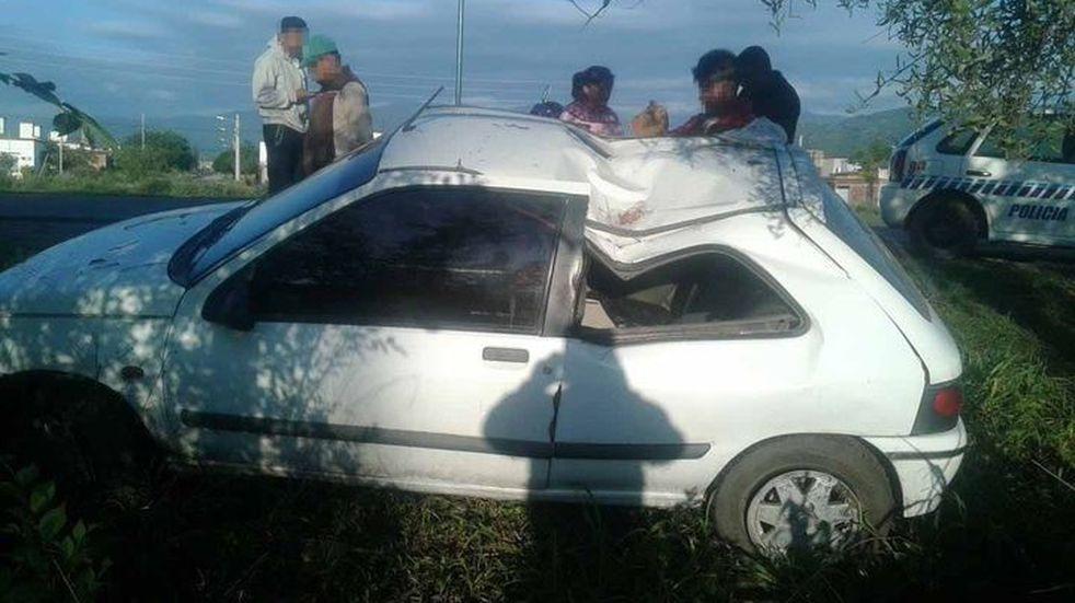 Manejaba alcoholizado y chocó contra un árbol en avenida Bolivia
