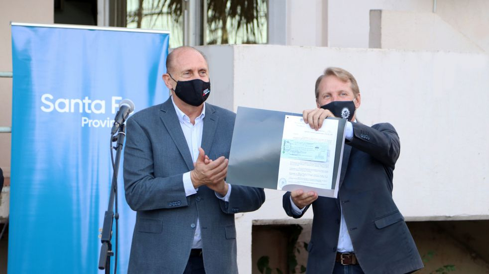 Omar Perotti entregó más de $3.5 millones para el nuevo edificio de la comisaría de Sunchales