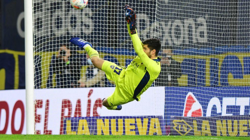 Agustín Rossi, flojo en los 90 minutos contra River y héroe en los penales