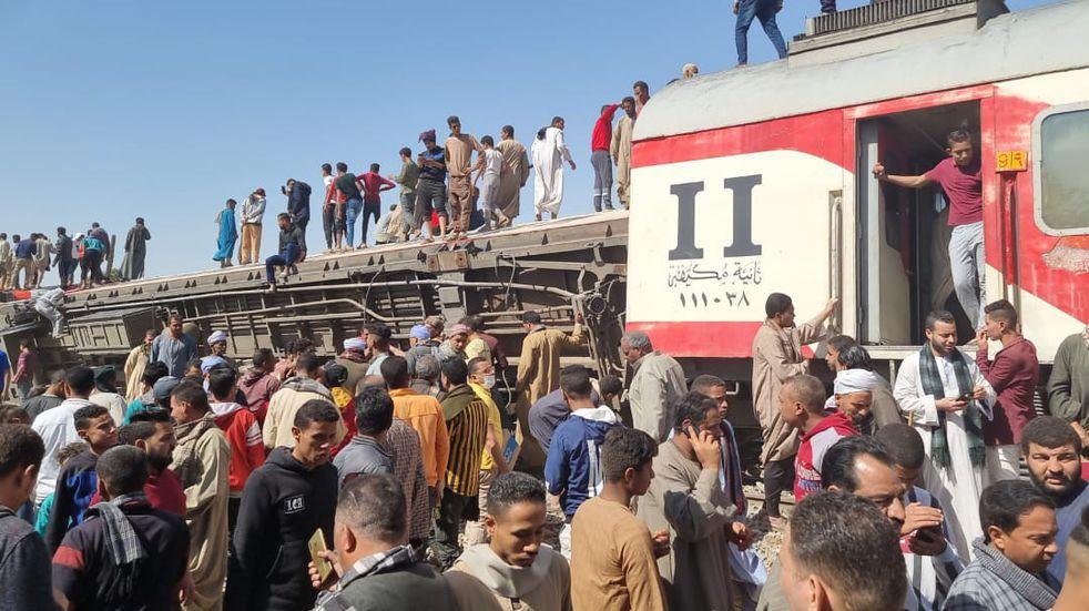 Egipto: al menos 32 muertos y 91 heridos por el choque de dos trenes