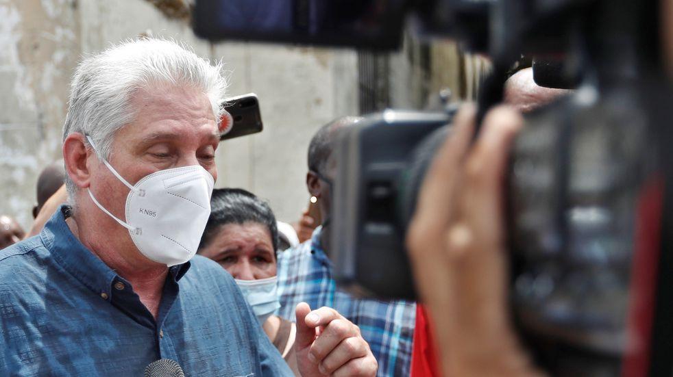 """Cuba acusa a Estados Unidos de provocar """"estallidos sociales"""" y Biden pide """"escuchar al pueblo"""""""