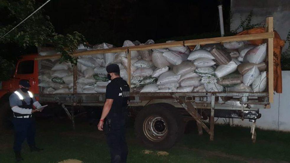 Contrabando en la frontera: retuvieron un camión con soja en El Soberbio