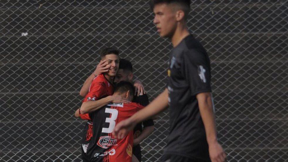 Con el empate Sporting sigue puntero, otro partido con polémicas