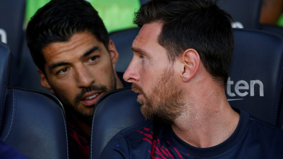 Lionel Messi y Luis Suárez compartieron pileta y tragos bajo el sol de Ibiza
