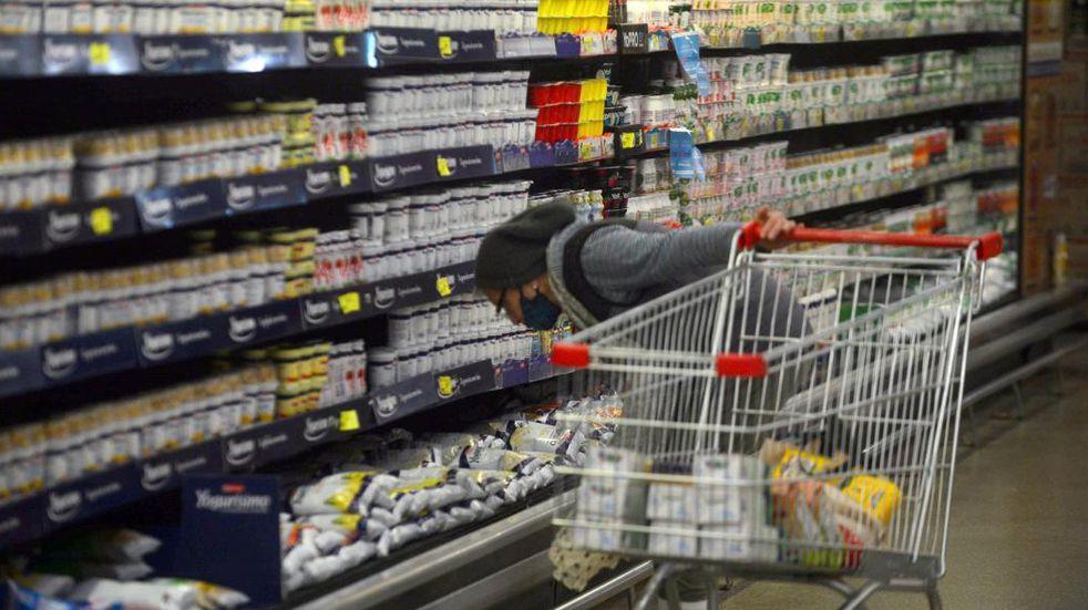 """Inflación en Argentina: gremios advierten que se acelera y ven un futuro """"incierto"""" para la actividad económica"""