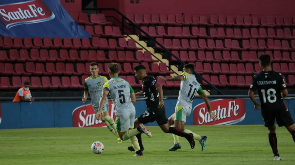 A poco del final, Colón derrotó 2 a 1 a Aldosivi