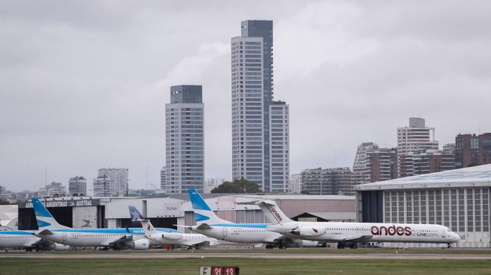 El Gobierno autorizó a más de un centenar de vuelos que traerán a unos 20.000 argentinos