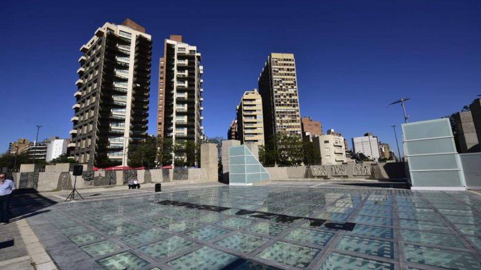 En fotos, así quedó la renovada Plaza España en su acceso superior