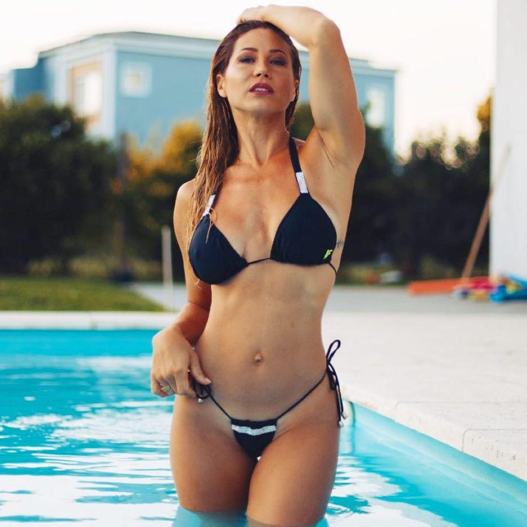 """Adabel Guerrero con una bikini estilo """"taparrabos""""."""