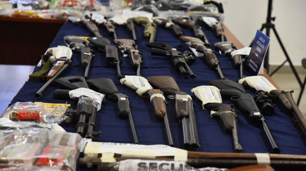 Agentes encubiertos ayudaron a atrapar a policías por venta de armas robadas
