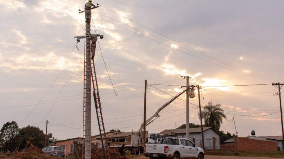 Mejoras en postes y tendido eléctrico en San José y San Javier