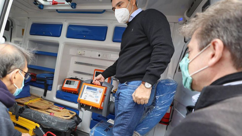 Coronavirus en Corrientes: Valdés entregó dos ambulancias a municipios cabecera del interior correntino