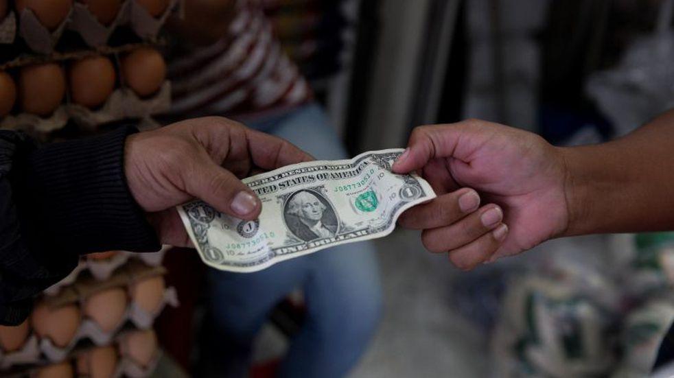 Ajustazo al cepo: cupo real más chico y límites a empresas para pagar deudas
