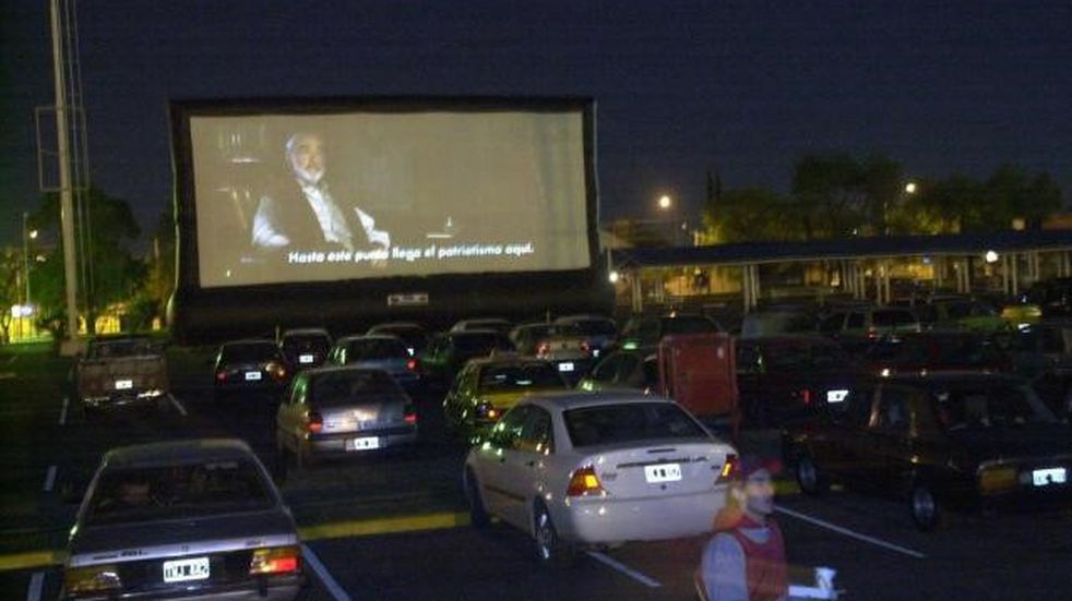 Fin de semana de auto cine y auto recitales en el Predio Ferial