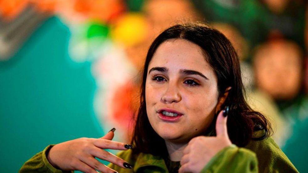 """Ofelia Fernández se autodescribió como una """"loca desquiciada"""" por tener las uñas pintadas con la cara de Cristina Kirchner"""