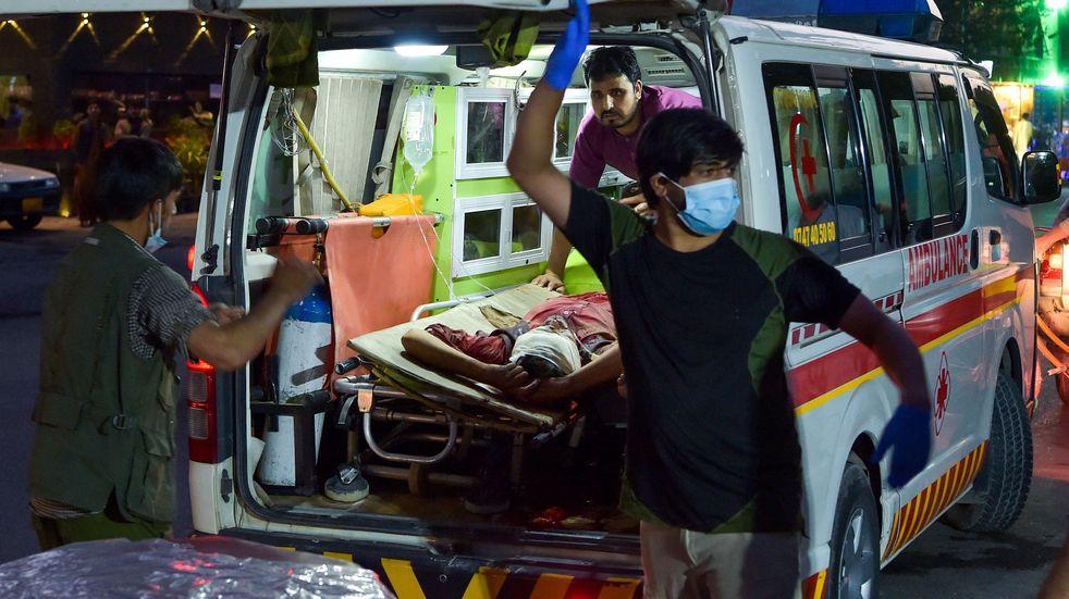 Atentado fuera del aeropuerto de Kabul: aumentan a 170 los muertos