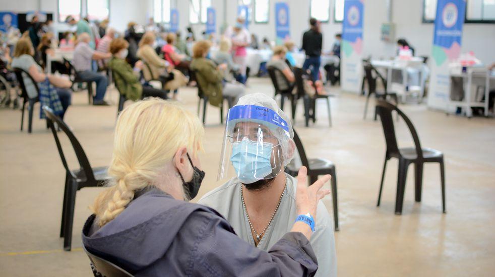 Campaña de vacunación contra el coronavirus en Santa Fe ya cubrió casi el 50%