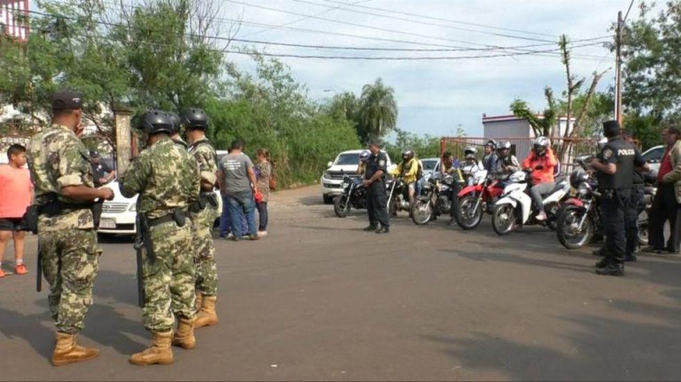 Cortes en el puente internacional San Roque de Santa Cruz para impedir el paso de camiones