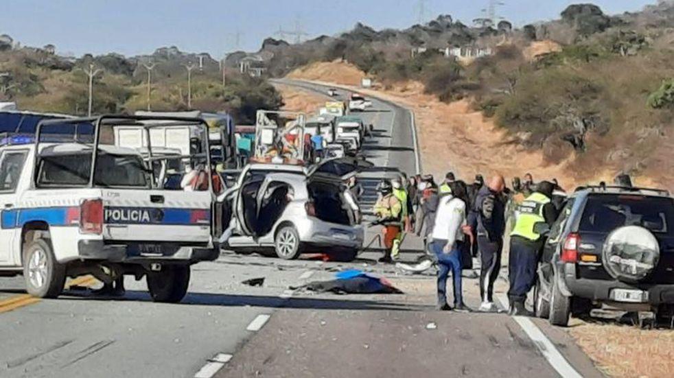 Seis personas murieron tras un grave accidente cerca del peaje Cabeza de Buey