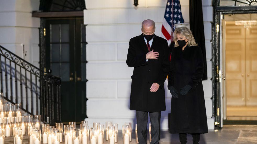 Estados Unidos superó el medio millón de muertos y Biden pidió izar la bandera a media asta
