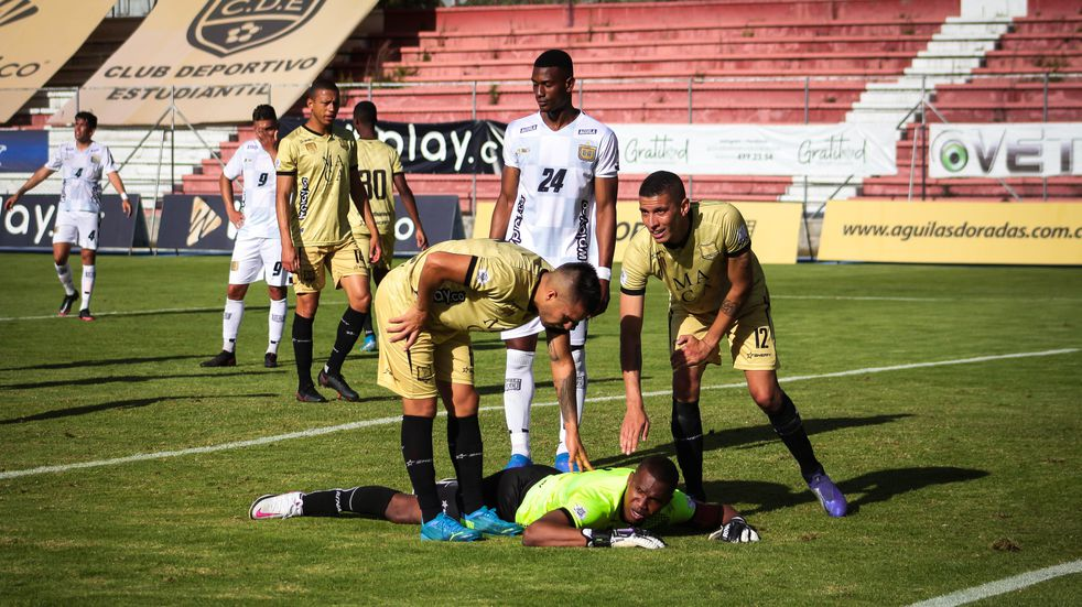 Por las bajas acumuladas por coronavirus y lesiones, un equipo colombiano jugó con siete jugadores