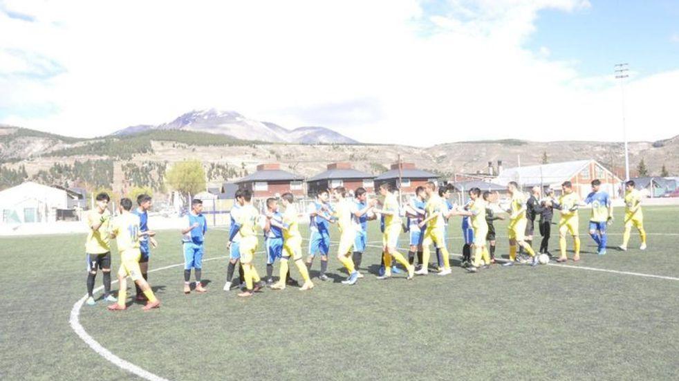 Arrancó el fútbol en Esquel: ganaron los candidatos
