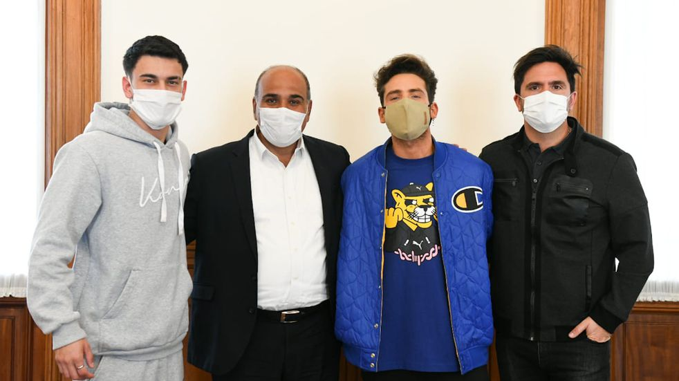 Manzur se reunió con el grupo pop MYA