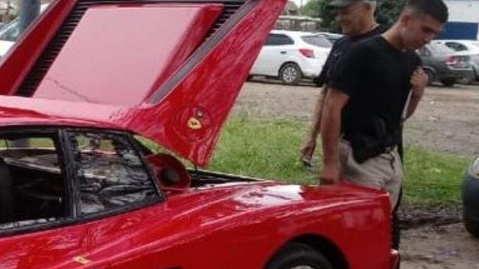 Peritaron la Ferrari involucrada en un siniestro sobre la autopista a Buenos Aires