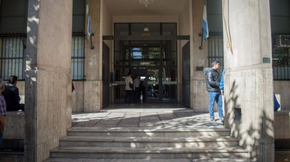 Condenan a 10 años de cárcel a una mujer que intentó matar a sus 3 hijas con gas