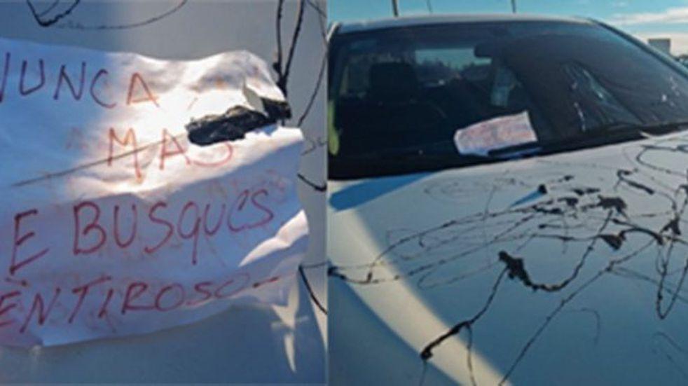 Le llenaron el capot del auto de brea y le dejaron un claro mensaje