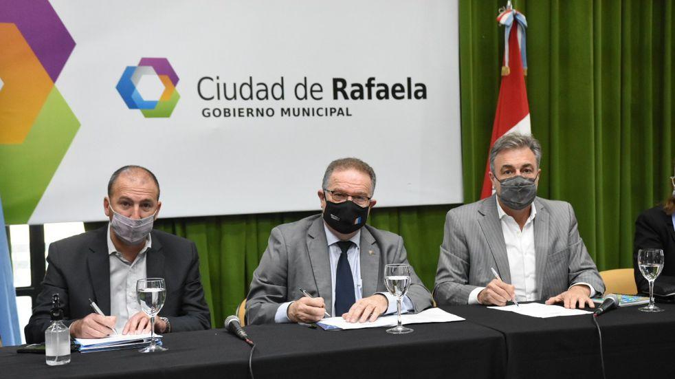 firma del Convenio entre la Municipalidad, el Ministerio de Seguridad y Atlético de Rafaela, para instalar en el autódromo la escuela de Policía