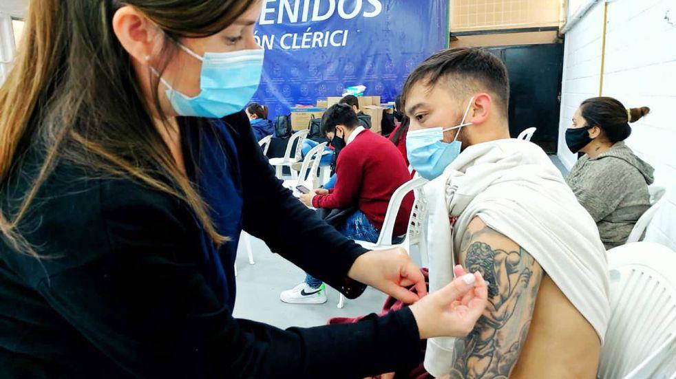 Vacuna COVID-19 en Santa Fe: comenzó la convocatoria para menores de 25 años