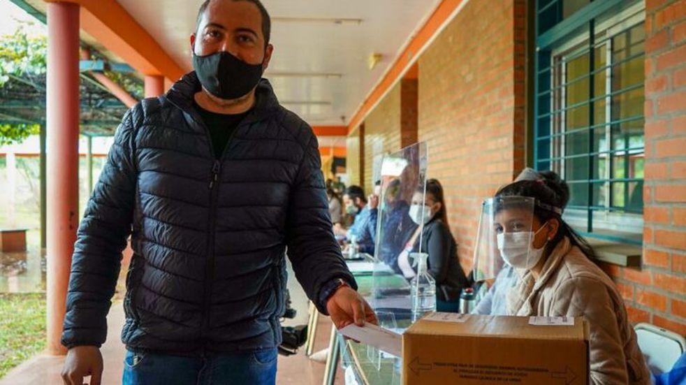"""Luego de votar, el candidato Santiago Mansilla dijo """"Es importante participar, le hace bien a la democracia"""""""