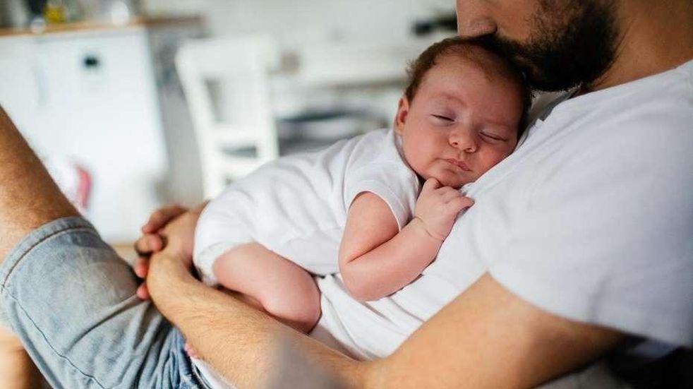 Crianza compartida: el Senado avanza con una ley para ampliar las licencias parentales