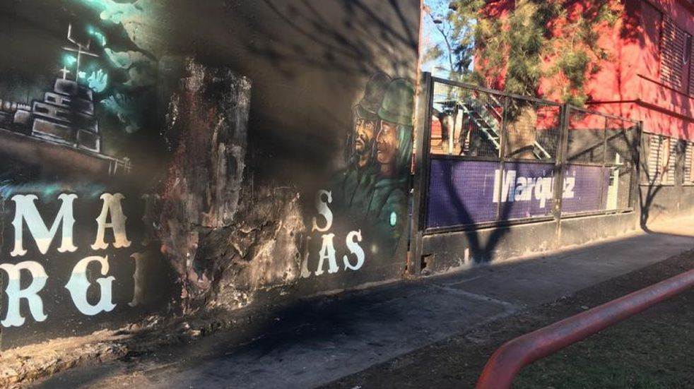 Prendieron fuego un mural de Malvinas en la escuela de fútbol de Newell's