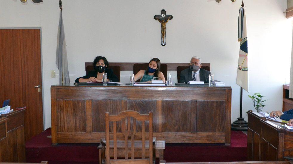 Alejandra Tolaba (d), Felicia Barrios y Luciano Yapura, integrantes del Tribunal en lo Criminal n° 1 de Jujuy.