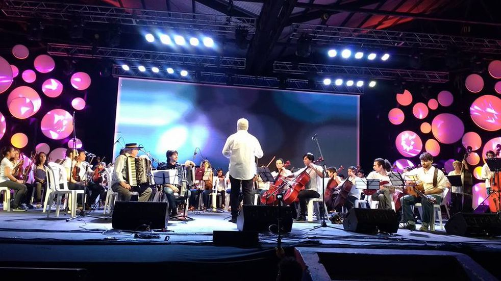Músicos locales participan de la gran fiesta chamamecera que ofrece Puerto Tirol.