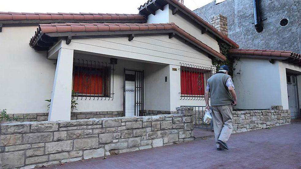 Clausuran un geriátrico en Godoy Cruz en el que ataban a ancianos y vivían en condiciones inhumanas