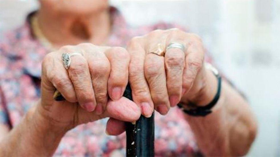 Amenazaron y golpearon a un matrimonio de jubilados por $2.000