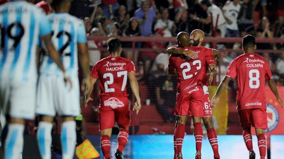 Argentinos Juniors igualó 1-1 ante Racing y no logró volver a la punta de la Superliga